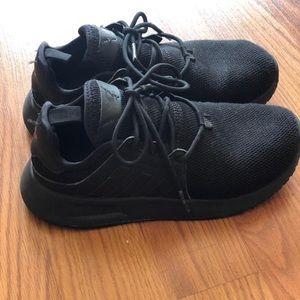 Boy's sneakers 👟